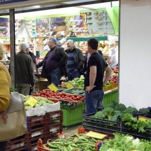 Βόλτα στα μαγαζία στην Δημοτική Αγορά Καβάλας